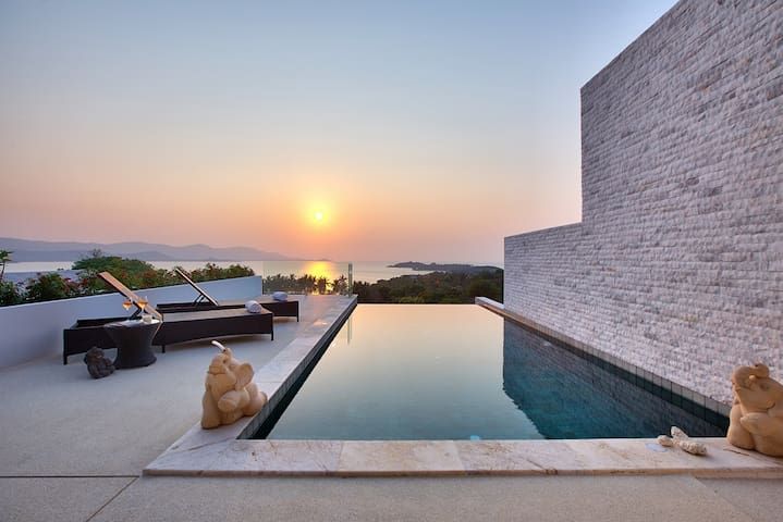 Samui  infinity pool villa sunset view Blue Bay