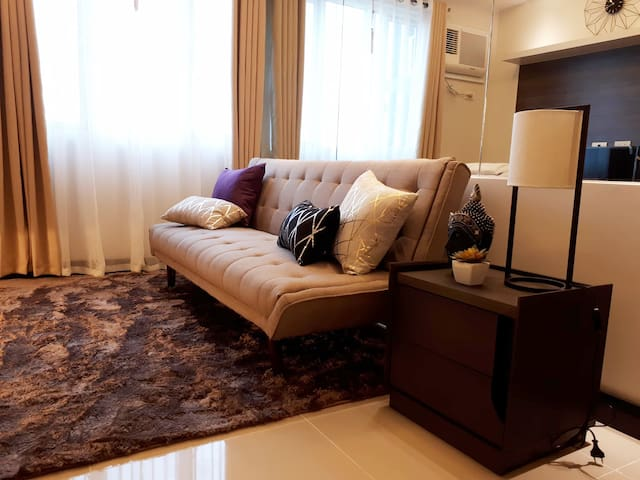 Stylish 1BR Suite at Blue Residences with Parking
