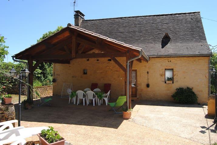 GITE AU CALME DE LA CAMPAGNE PERIGOURDINE - Veyrignac - House