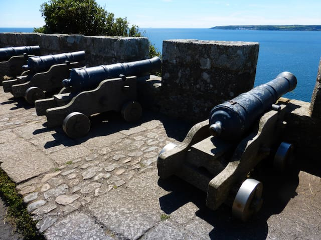 At the top of the Mount : lovely selection of antique canons.
