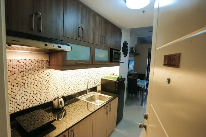 Wind Tagaytay unit with exclusive parking by NU