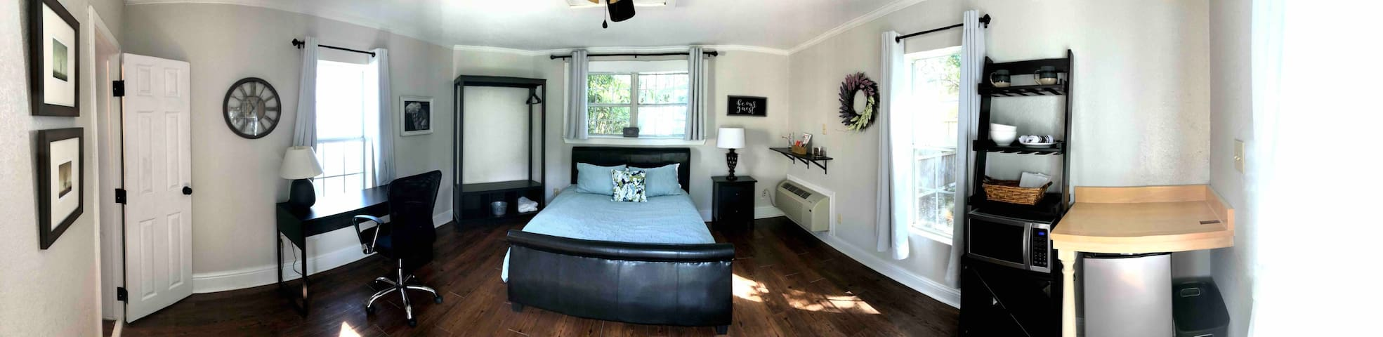 Downtown Historic District Bungalow <1 mi to I-35