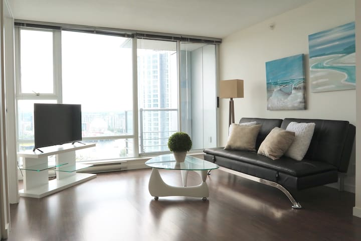 CONVENIENT WATERVIEW IN DOWNTOWN VANCOUVER+PARKING