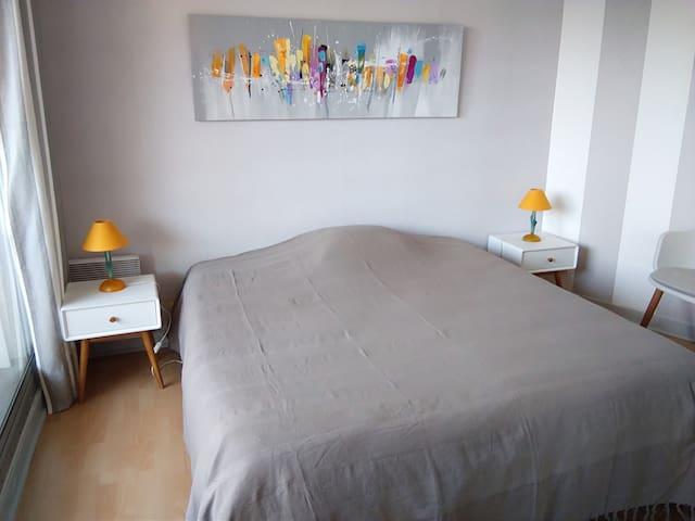 Chambre avec 1 lit 160 ou 2 lits 80, avec grand placard penderie