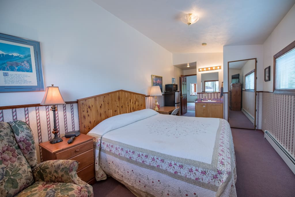 Room with king size bed for your comfort.