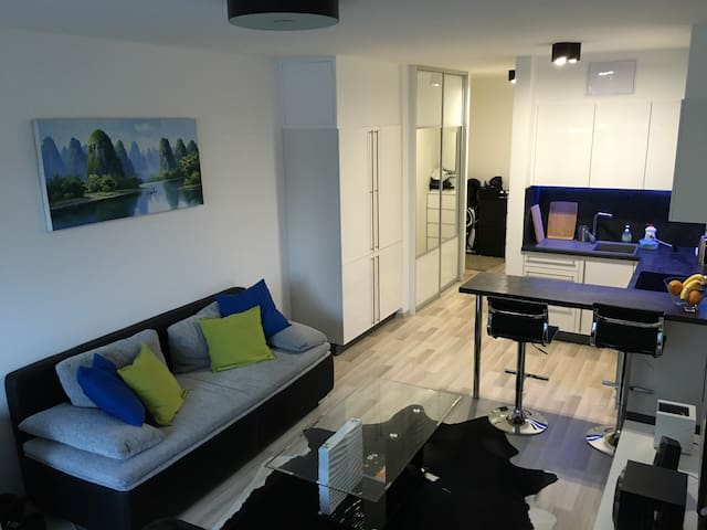New and modern! Easy access to city - Bratislava - Daire