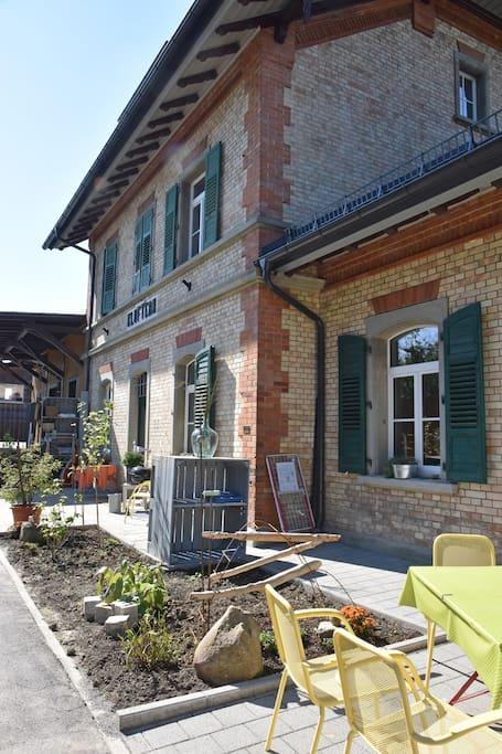 Außenbereich am Bahnhof