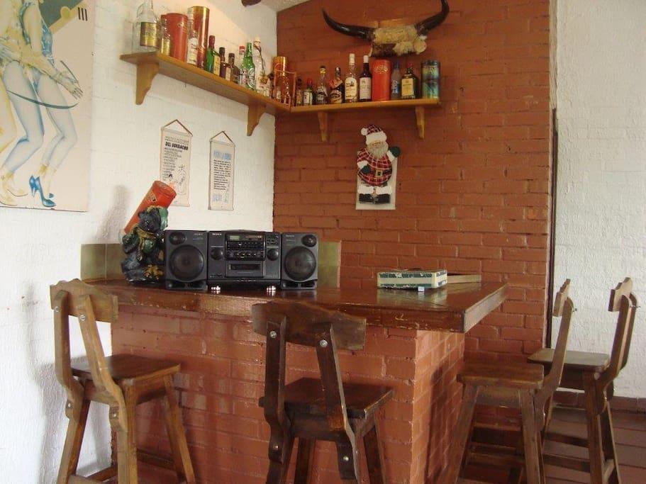 Mini bar - ideal for private parties.  Mini bar - ideal para reuniones