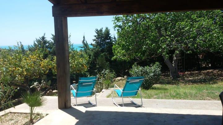 Sicilia. Casa immersa nel verde a 2 passi dal mare
