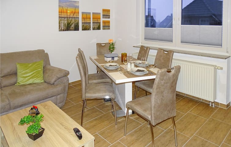 Holiday apartment with 2 bedrooms on 70m² in Warwerort