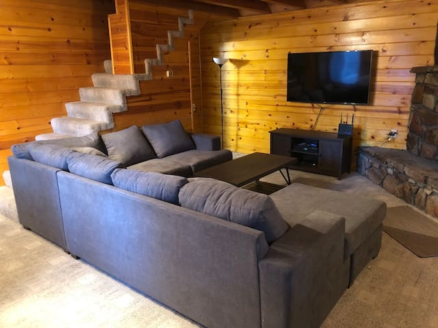 Newly Remodeled Cabin that sleeps 8! ****L@@K****