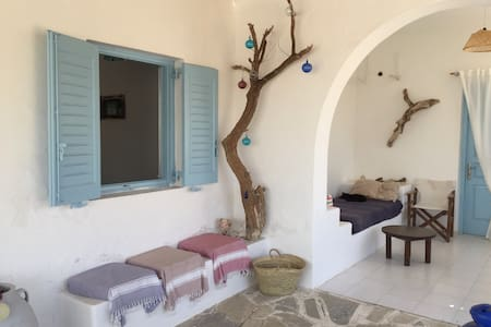 Villa 6 ch (15 p )a 100 m de plage - Ios