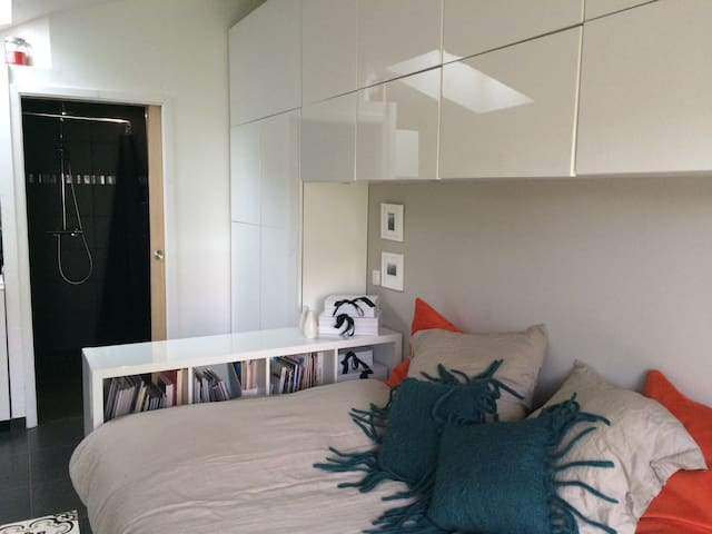 Studio neuf, 20 m2 avec jardin.