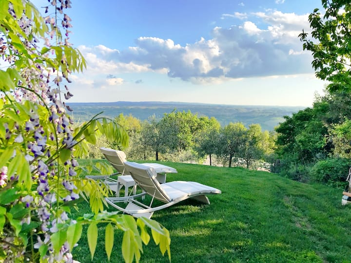Villa with pool, at the border of Tuscany & Umbria