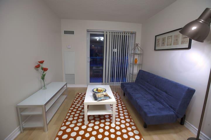 Gorgeous 1 bedroom condo w/parking