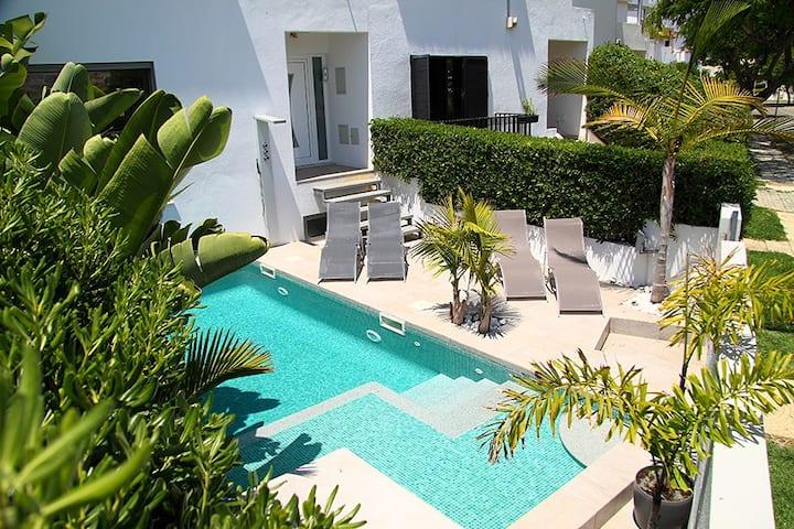 Modern 5 Bedroom Villa close to the beach