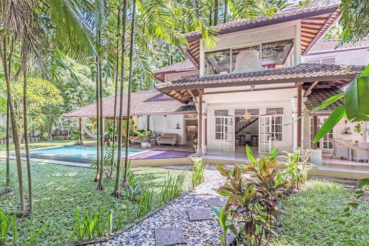 4 BDR Villa, Infinity-Pool & huge tropical Garden