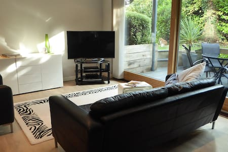 Stylish contemporary apartment with private patio - Winchester - Apartment