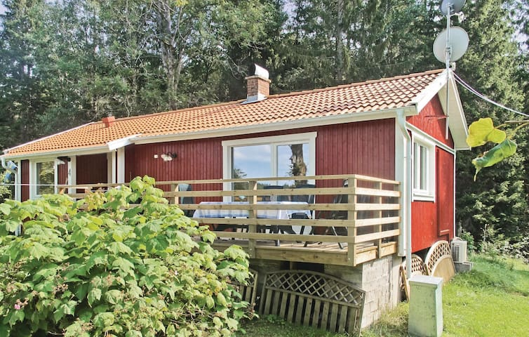 Holiday cottage with 2 bedrooms on 65 m² in Skepplanda
