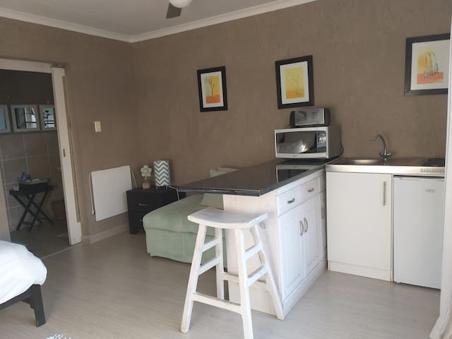 Modern flat in Fourways, ideal for corporates.
