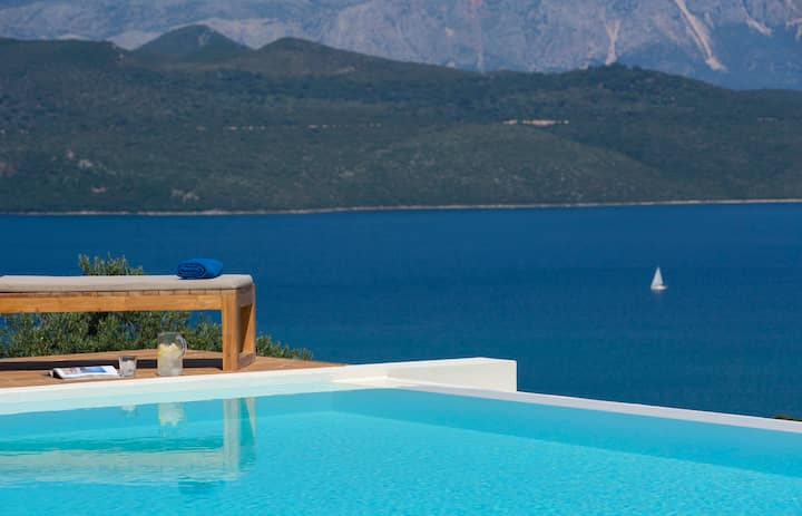 Brand New Luxurious Villa with breathtaking panoramic view!