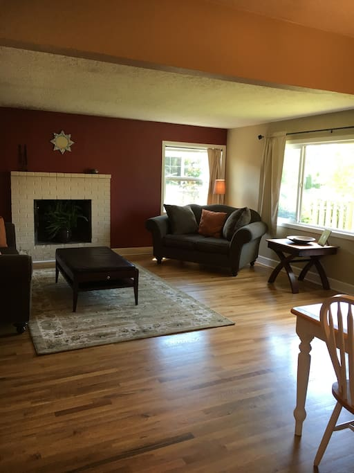 3 bedroom southeast house fall available monthly