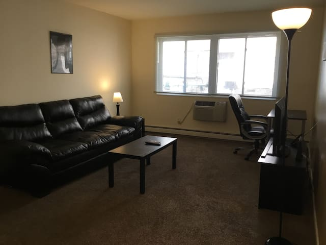 Cozy 1 bedroom condo - 5700