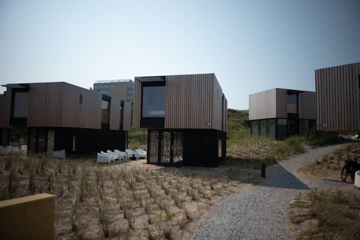 Modern lodge near Zandvoort, 100 m. from the sea