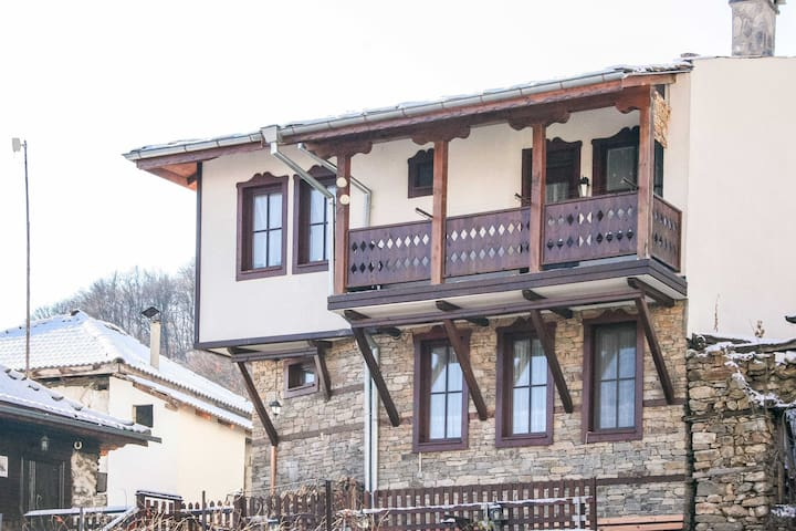 Traditional Countryside Inn On The Mountain Slopes
