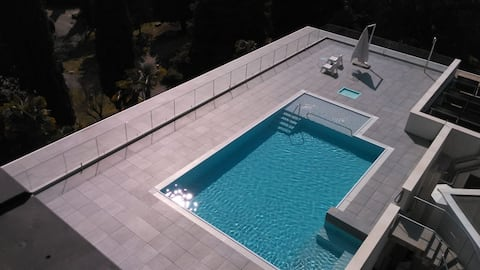Apartment with Rooftop pool - Vittoriale 7