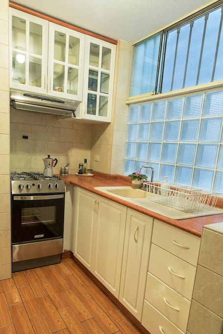 Well furnished kitchen with all useful appliances