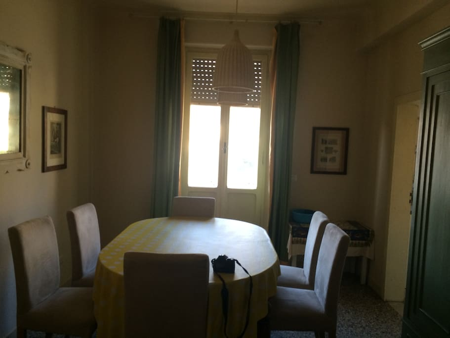 Dining room. West side