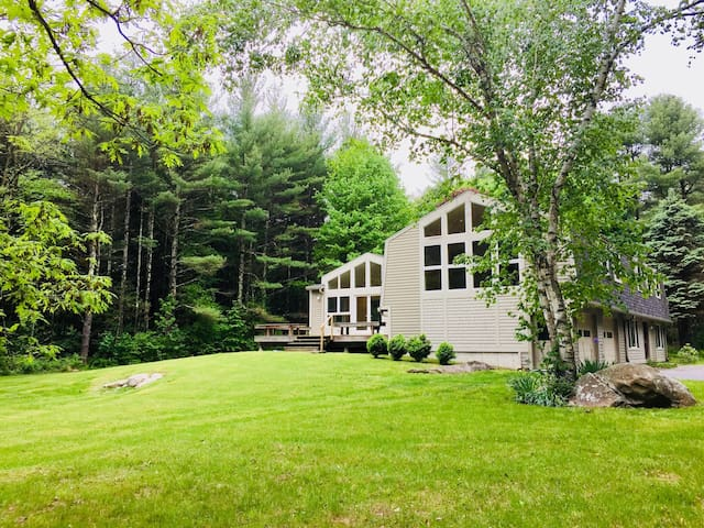 Rustic Modern Home in Great Barrington near ski!