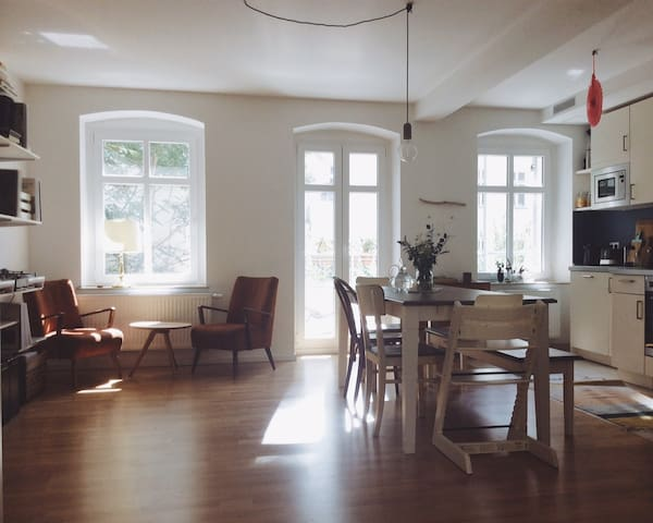 Spacious & Sunny Apartment in the Heart of Berlin - Berlim - Apartamento