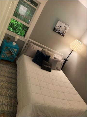 "Cozy ""Queen"" size Room in the arts district!"
