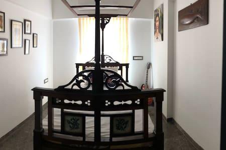 Dazzling Daisy - Cozy Room in mumbai