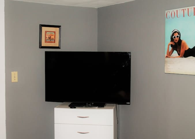 Tv with cable is available as well