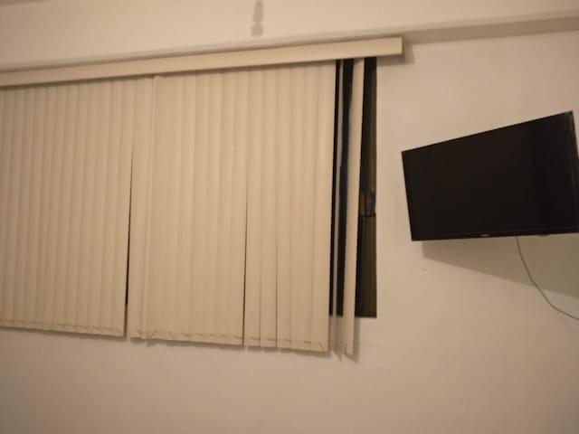 Habitación Amplia, cómoda y con buena iluminación