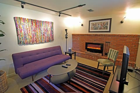 Designer's Cozy Retreat for Two @ Scenic Flatirons