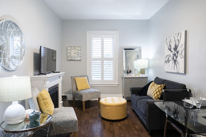 Splendidly Bright and Spacious Bayfront & James St