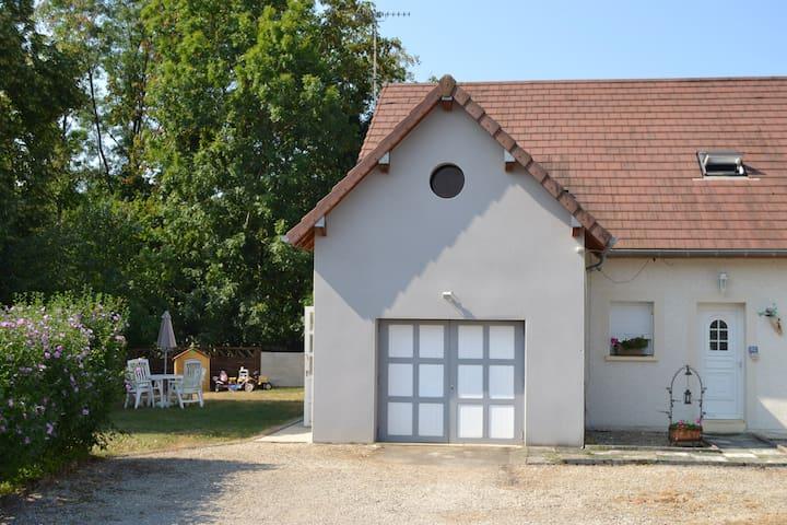La p'tite maison au calme avec piscine