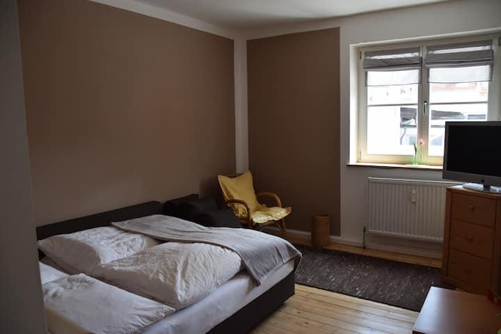 Zentral Ruhig Hell und Nett -  1-Zimmer Wohnung