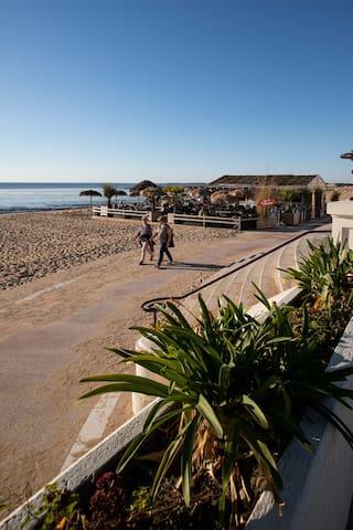 La plage face au casino.
