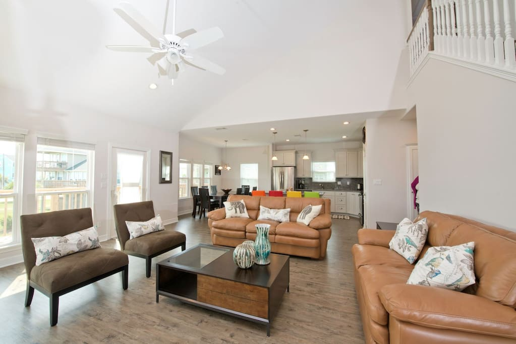 Open Concept Floor Plan with Vaulted Ceilings in the Living Area