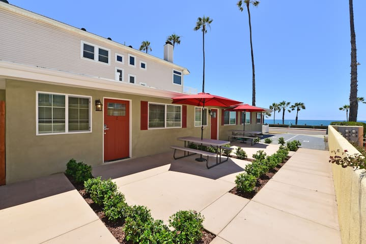 Steps to beach, remodeled Unit C - Oceanside - Appartement