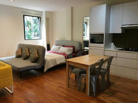 Cosy Studio Apartment 2 at Heritage Tiong Bahru