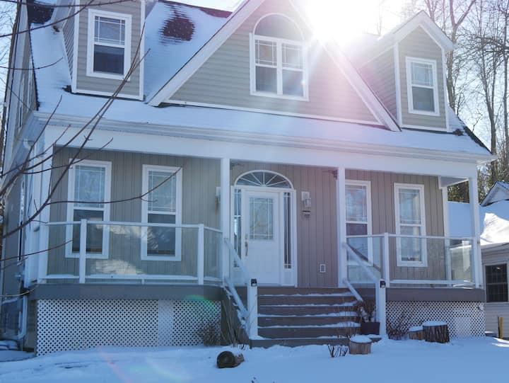 Lake Simcoe Cottage. Month + Winter Rental