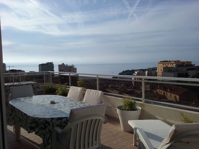 3 rooms, overlooking Monaco marina in a quiet area - Beausoleil - Departamento