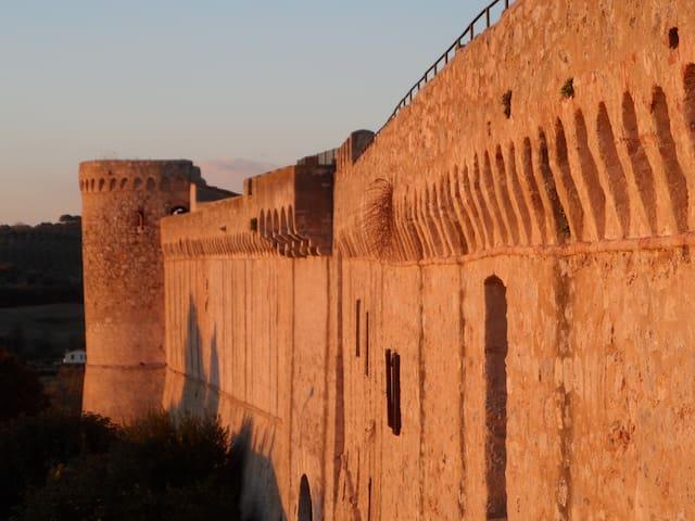 Magliano in Toscana mura antiche