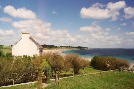 Maison bretonne les pieds dans l'eau, 5 personnes